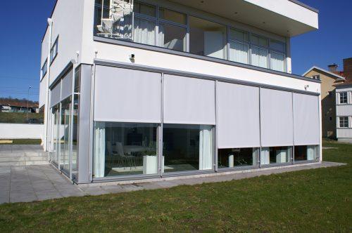 Screenmarkis på byggnad i Falun